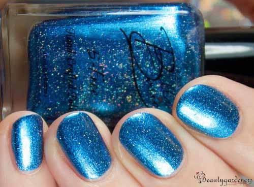 nail art with glitter nail polish